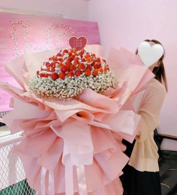 127顆超巨型求婚告白草莓花束 草莓花束,巨型草莓花束,求婚花束,告白花束