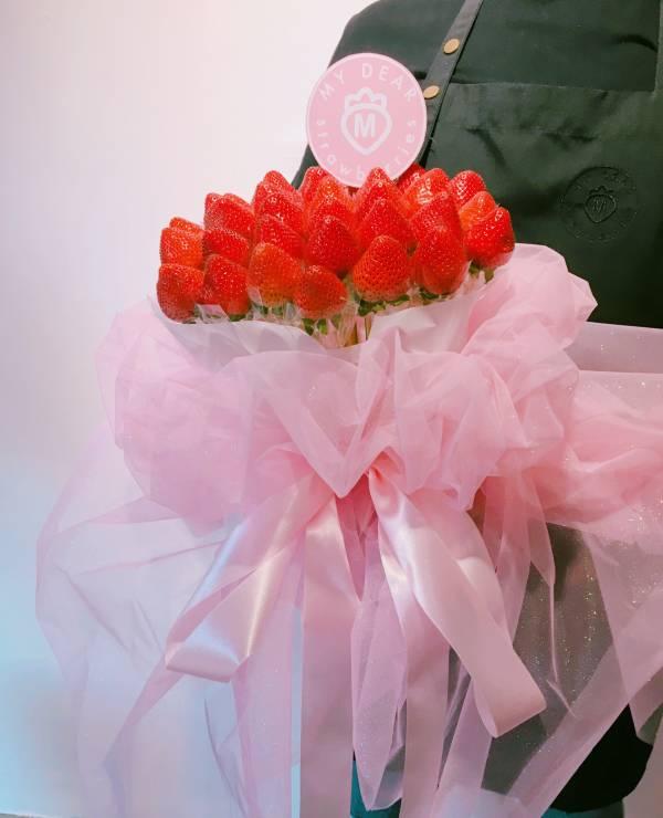 浮誇閃電粉草莓花束 求婚花束,告白花束,草莓花束