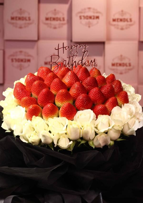 【網美浮誇款】So black白玫瑰草莓花束 求婚花束,告白花束,草莓花束