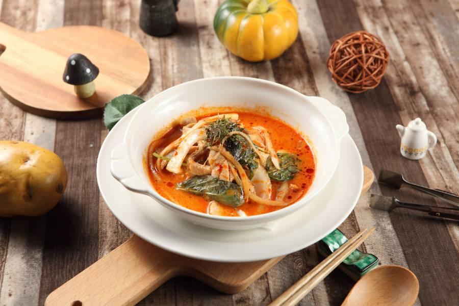 泰式紅咖哩椰汁雞肉