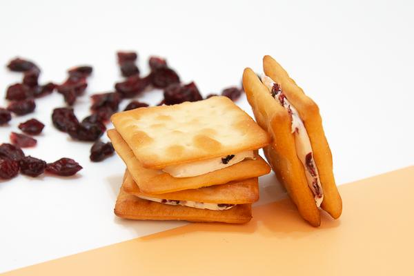 踏雪尋莓 - 牛軋餅 蔓越莓,蘇打餅乾牛軋糖,台灣特色伴手禮,台北伴手禮,特色伴手禮,牛軋餅,牛軋糖,法蘭司烘焙,帶出國,得獎,海藻糖