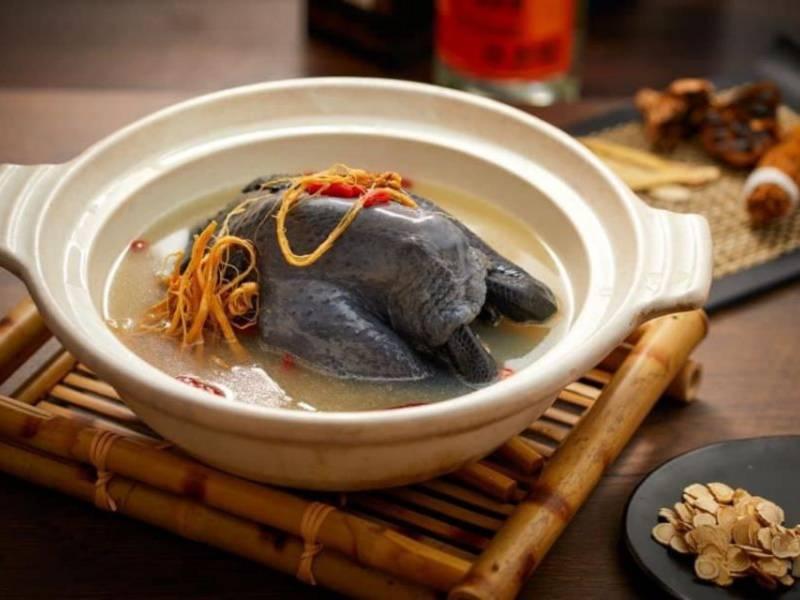 人蔘烏骨雞鍋(母親節限定)