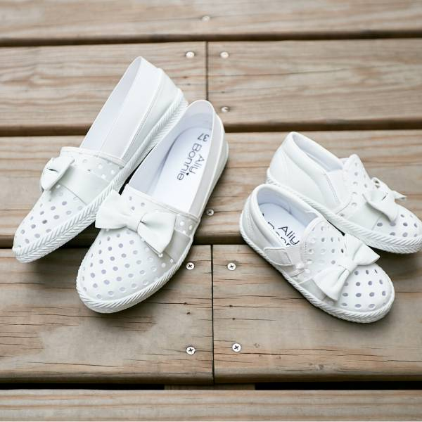 現貨 台灣製親子鞋 涼快洞洞魔鬼氈兒童休閒鞋-白色大人 台灣製親子鞋,兒童休閒鞋
