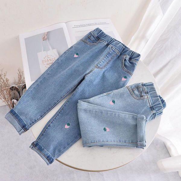 可口草莓刺繡 腰圍鬆緊牛仔褲-共兩色