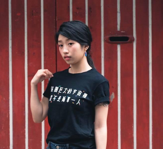 不孤單 婚權紀念T-shirt 金彩台灣,同志,台灣,LGBT,彩虹