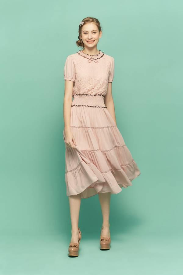 蕾絲布異材質拼接洋裝