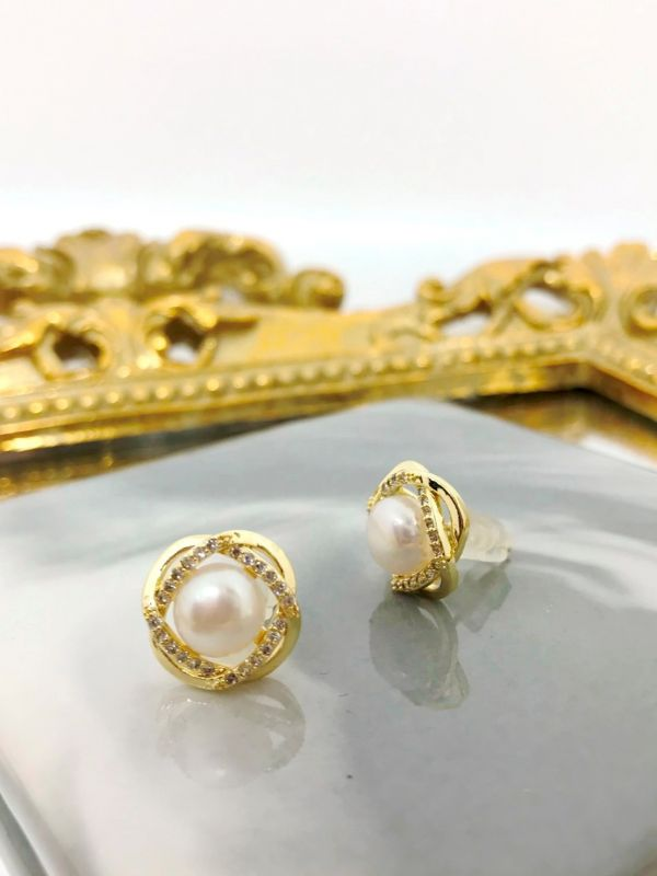 典雅珍珠水鑽耳環