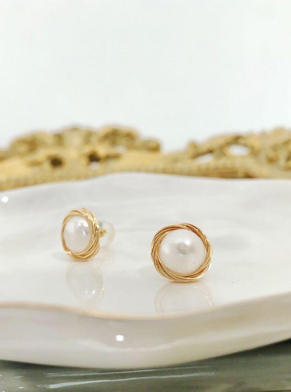 珍珠鑲邊耳環