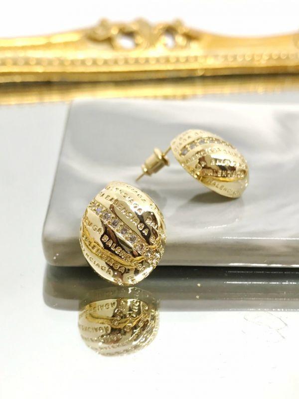 立體貝殼紋耳環