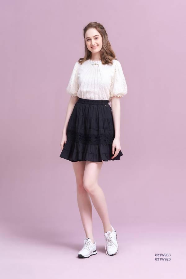蕾絲拼接短裙