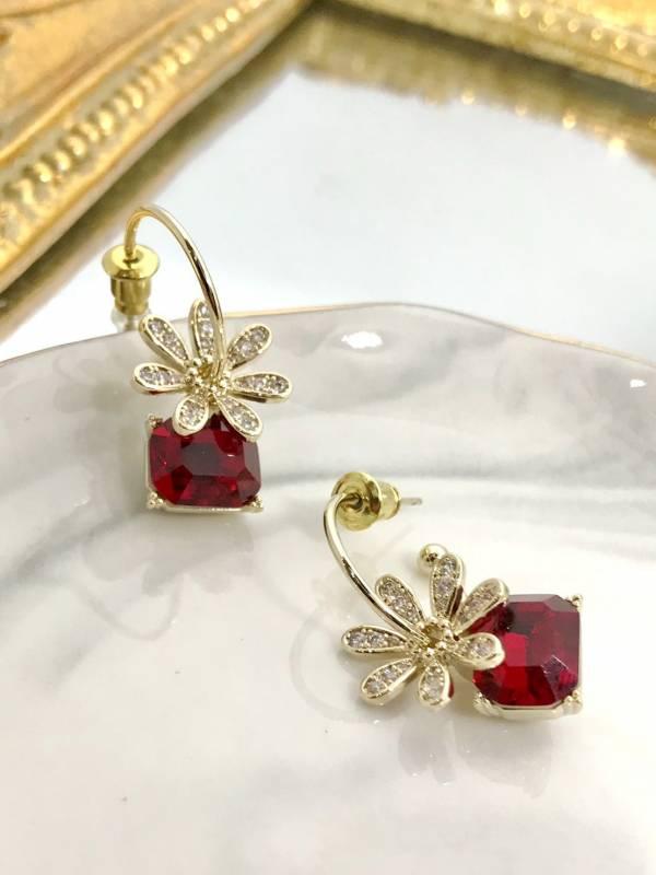 紅鑽小花耳環