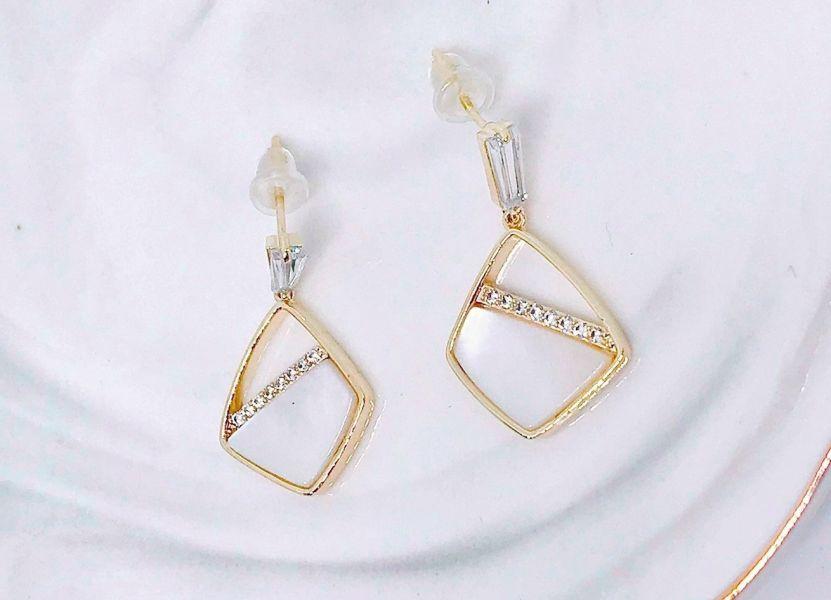 菱形貝殼紋耳環