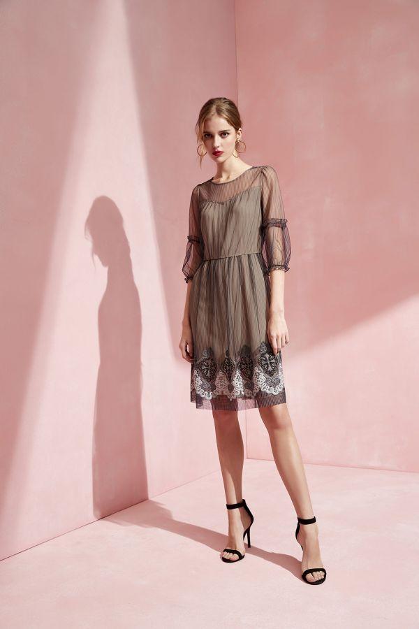 細條紋網底繡花洋裝