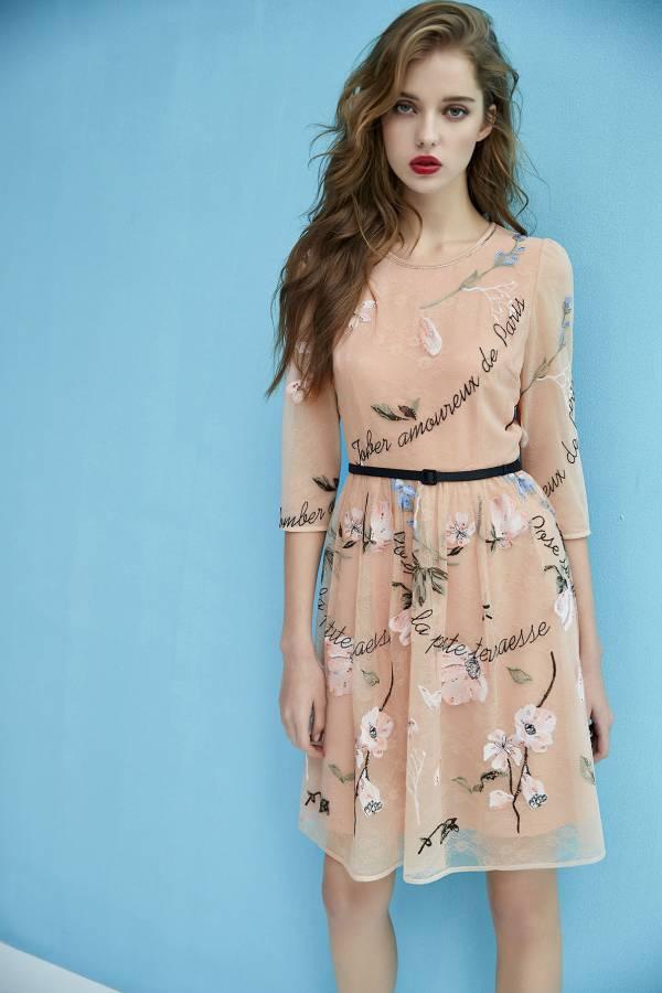 優雅花卉繡花蕾絲洋裝