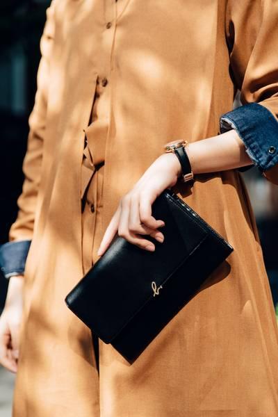 日本代購-特價agnes b 金色blogo牛皮可拆鍊長夾包(售價已折) agnes b.,東區時尚,肩背包