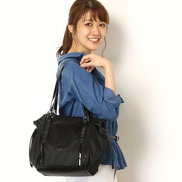 日本代購-agnes b.防潑水尼龍背帶長度可調兩側可束口三層肩背包 -小(售價已折) agnes b.,東區時尚,肩背包