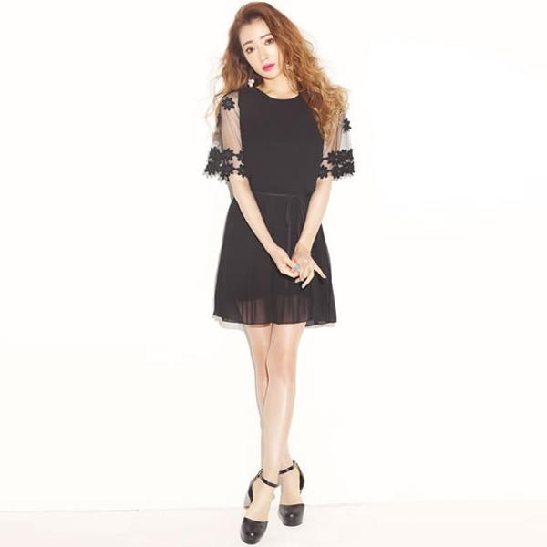 日本代購-ViVi雜誌 超美袖鏤空花朵裝飾褶邊綁帶洋裝(M-L) 日本代購,ViVi雜誌,造型洋裝
