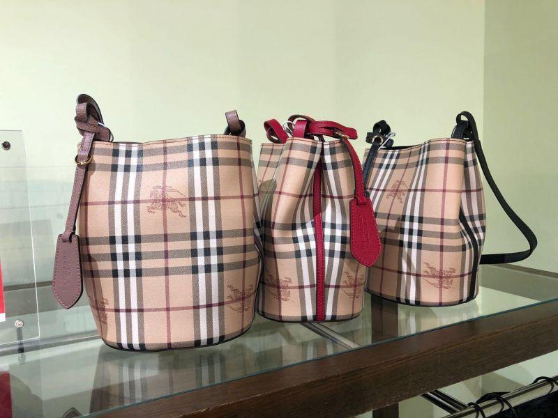 日本代購-特價BURBERRY Haymarket 格紋斜背水桶包(售價已折) BURBERRY ,Haymarket ,格紋,斜背,水桶包