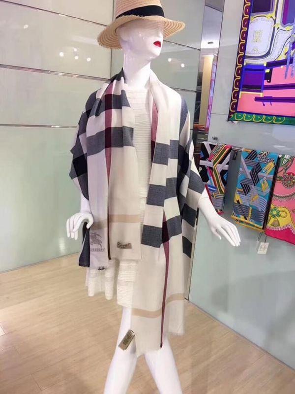 日本代購-特價BURBERRY經典格紋鑽石級羊絨圍巾(售價已折) 日本代購,BURBERRY,圍巾