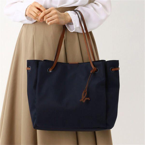 特價日本agnes b.皮革吊飾皮提把防潑水尼龍托特包-大(售價已折) agnes b.,皮革吊飾皮提把防潑水尼龍托特包-大