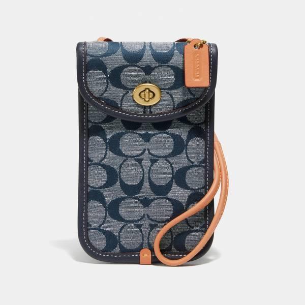 超值代購-COACH FLAT 12 經典 SIGNATURE 香布雷平紋面料轉扣斜揹手機袋(售價已折) 日本代購,COACH