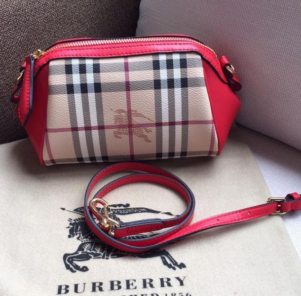 超值代購-BURBERRY 經典小水餃包(售價已折) Burberry,東區時尚,經典小水餃包