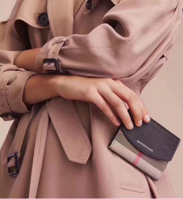 超值代購-特價BURBERRY經典格纹配牛皮折疊短夾(售價已折) 日本代購,BURBERRY,格纹,牛皮,短夾