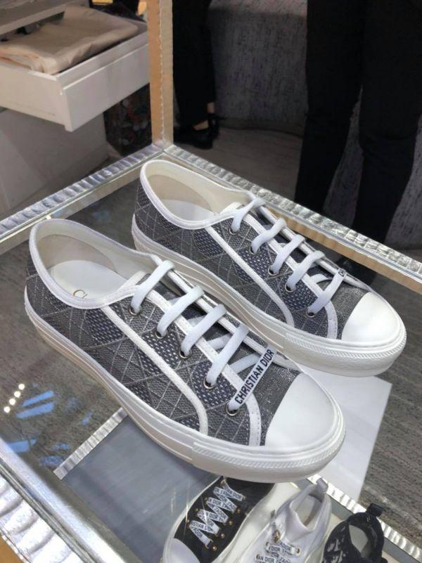 特價Dior 迪奧刺繡帆布鞋(售價已折) Dior 迪奧 ,帆布鞋