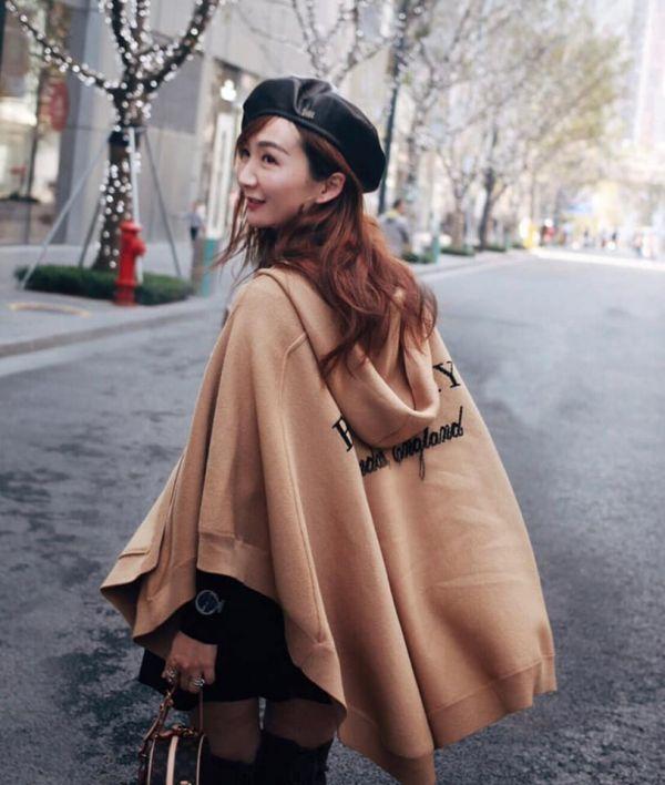 日本代購-Burberry 編織LOGO連帽披肩式斗篷(售價已折) agnes b.,東區時尚,披肩,斗篷