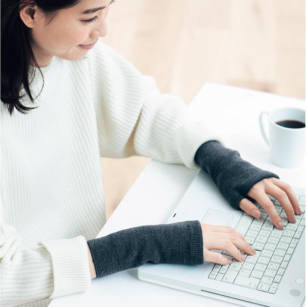 日本代購-內拉絨羊毛混紡溫暖露指手套(共二色) 東區時尚,手套