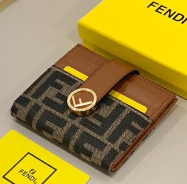 超值代購特價FENDI 字母LOGO卡夾(售價已折) FENDI,針織開襟外套