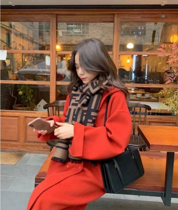 超值代購特價FENDI 雙面提花經典FF圖案羊毛披肩圍巾(售價已折) FENDI,圍巾