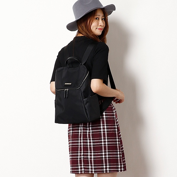 日本代購-agnes b.皮革提把雙色LOGO中性款後背包(大) agnes b.,東區時尚,後背包
