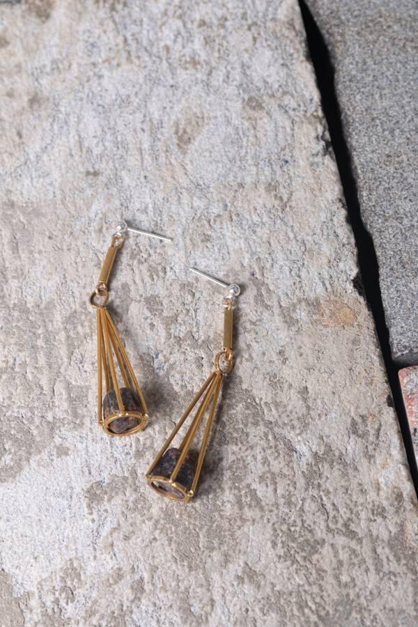 【期許之物】藍寶石原礦黃銅耳針 剛玉,藍寶,原礦,耳環,黃銅,耳針,設計,飾品