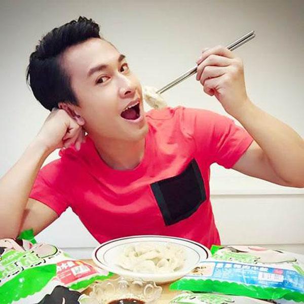 「餃子」是我們華人的傳統美食 也是最簡單及速飽的食物 王建復