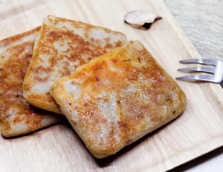 港式酥皮猴菇蘿蔔糕 ( 蛋素 ) 口感鬆綿,香氣怡人