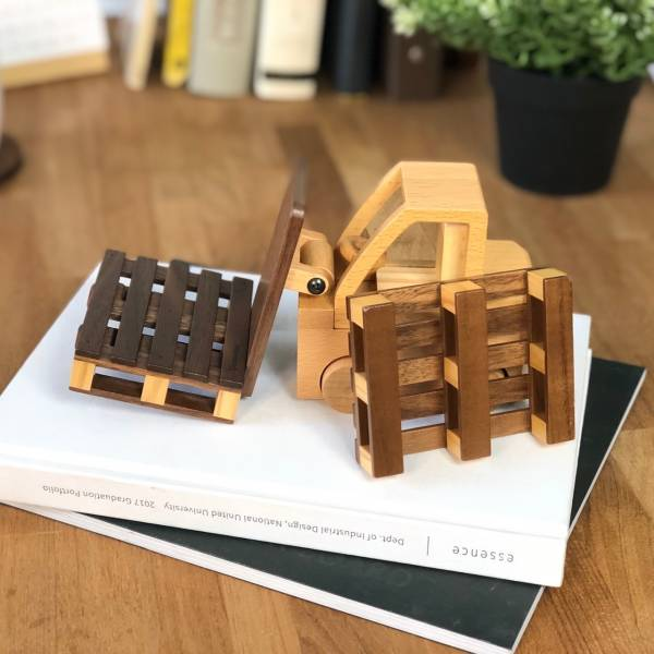 Forklift Phone Holder with Coasters 堆高機,手機座,棧板,看電影