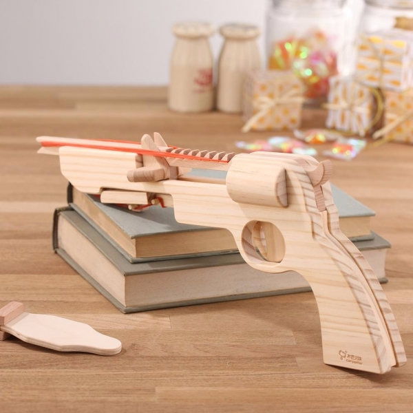 Top Gun - Revolver Rubber Band Gun shoot