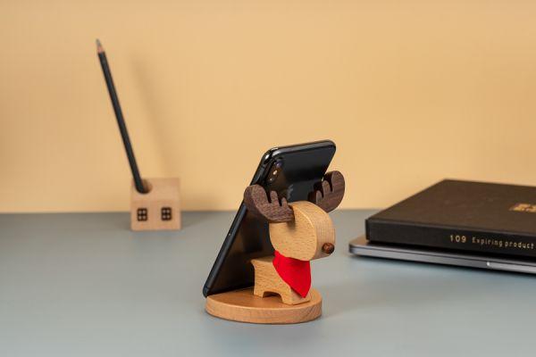 Giraffe phone holder