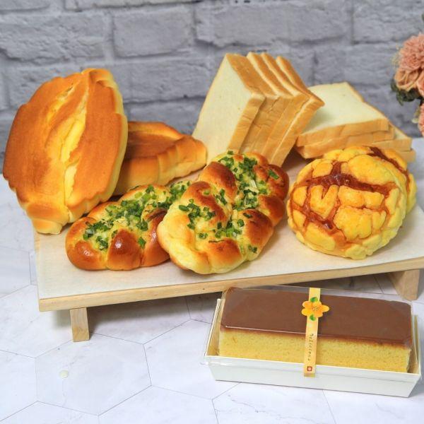 羅宋系列*宅食光麵包箱(蜂蜜蛋糕)!!好評免運中!!超級牛奶羅宋麵包*2  蔥花麵包*2  波蘿麵包*2  薄片吐司9片*2  蜂蜜蛋糕*1