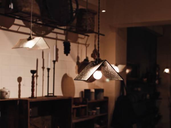 真真鑲嵌玻璃研究所 | 三角屋形吊燈 l M號  十字紋