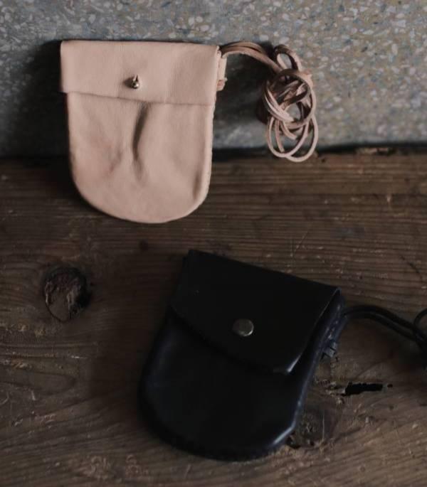 森林燦燦_植鞣皮革系列  橢圓抽繩零錢包  原色/黑色