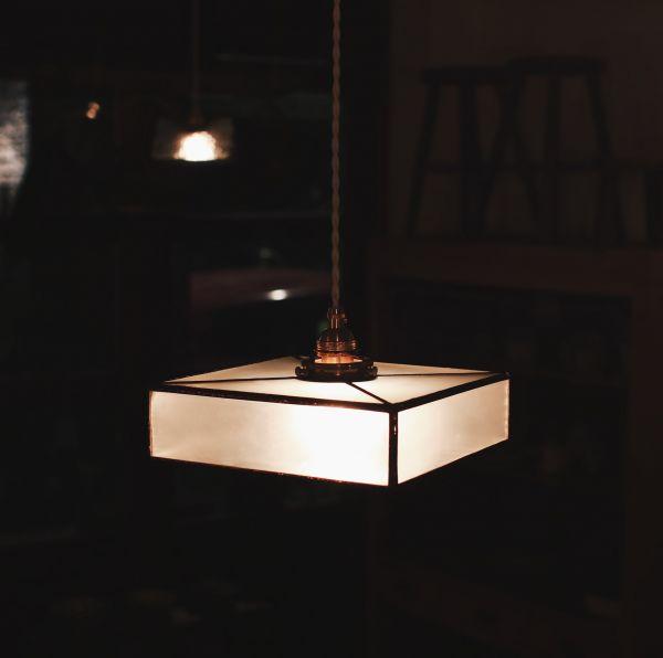 真真鑲嵌玻璃研究所 | 六面方盒吊燈 l 十字紋