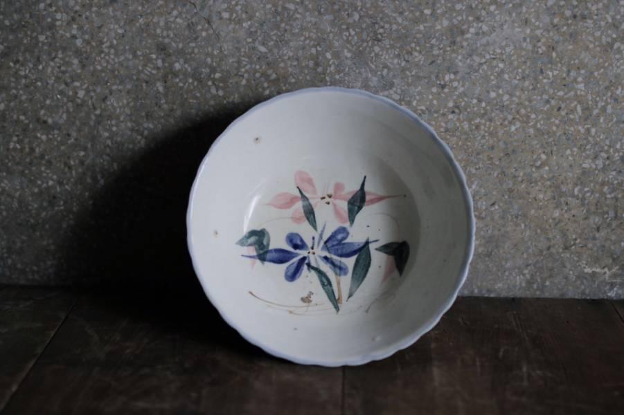 早期手繪花卉藍色浪邊大碗B