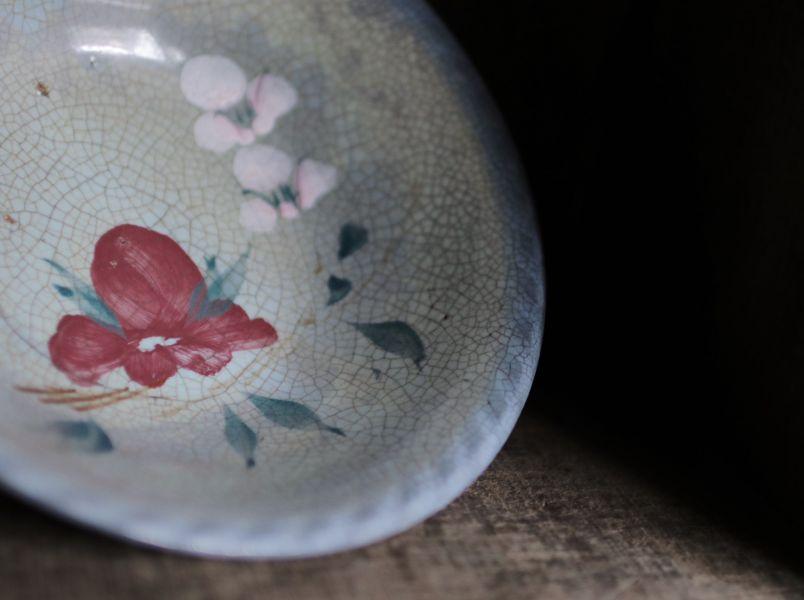 早期手繪花卉藍色浪邊中碗C