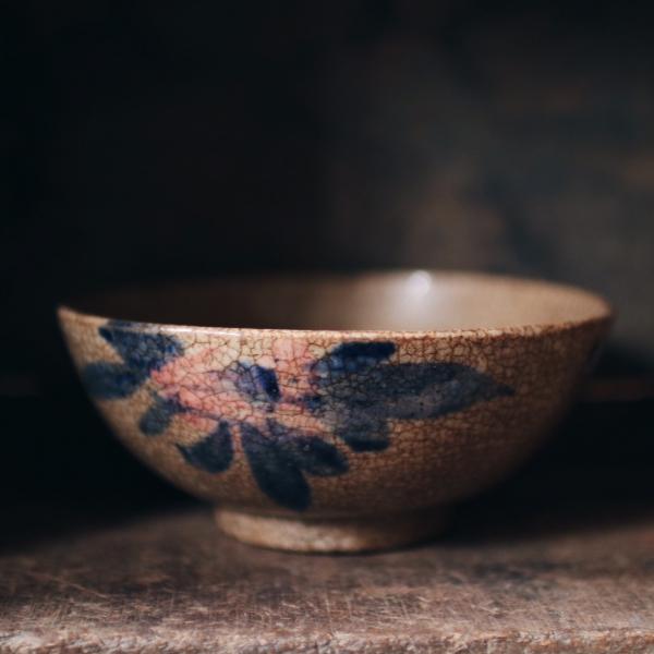 早期手繪釉裂碗