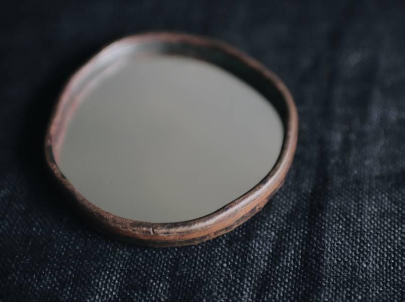 隙裏有光   紅銅手拿鏡A