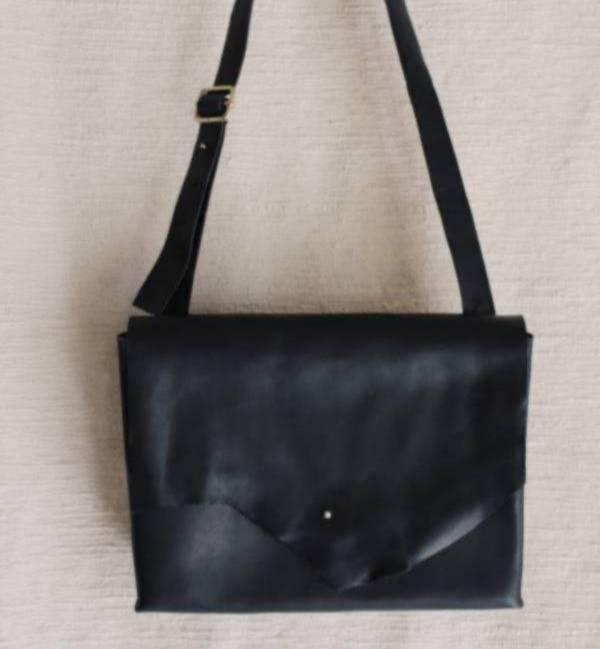 森林燦燦_植鞣皮革系列  中型信封側背包  黑色