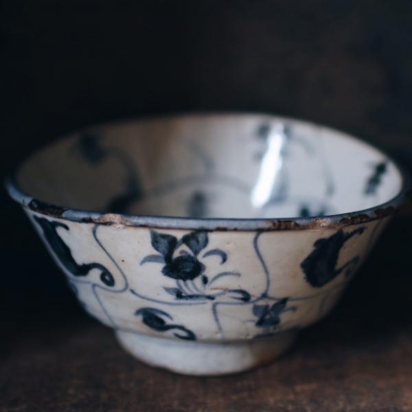 古董手繪圖騰青花碗