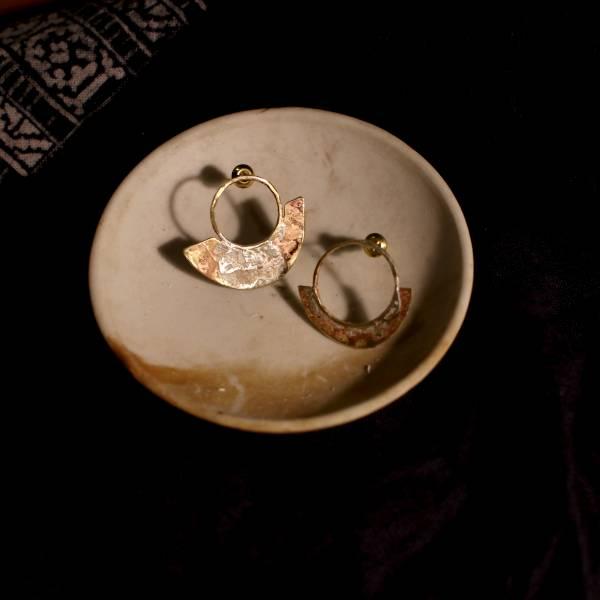 MUCAO | 蝕 solar eclipse系列:黃銅銀針不規則圓圈耳環